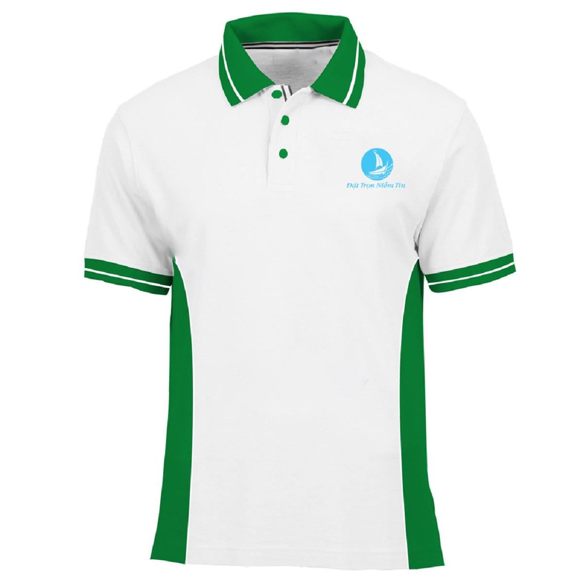 Mẫu áo thun màu trắng BO-ATDP06, với thiết kế kết hợp màu xanh ở cổ, viền tay và phần eo tạo điểm nổi bật cho áo. Ngoài ra màu trắng lại dễ kết hợp với các trang phục khác đi kèm.