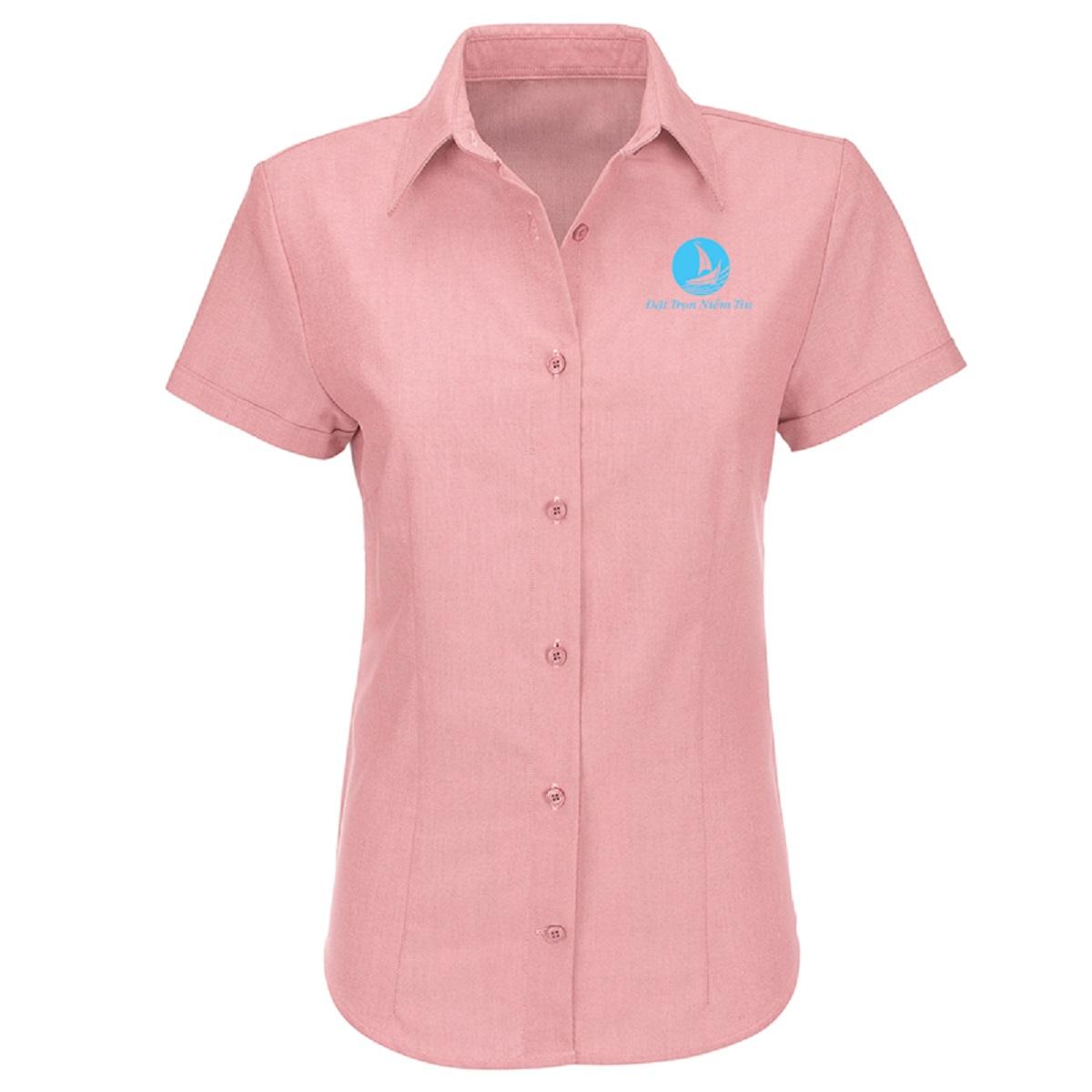 Cũng như những sản phẩm khác thì sơ mi Nữ cũng lựa chọn những chất liệu vải ngoại cao cấp, thấm mồ hôi tốt, dễ giặt ủi, ít nhăn …