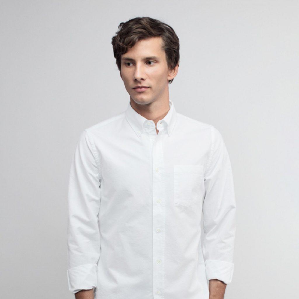 Form dáng áo vừa vặn, dễ mặc cho mọi độ tuổi, vóc dáng mang lại sự lịch lãm, mạnh mẽ đầy nam tính.