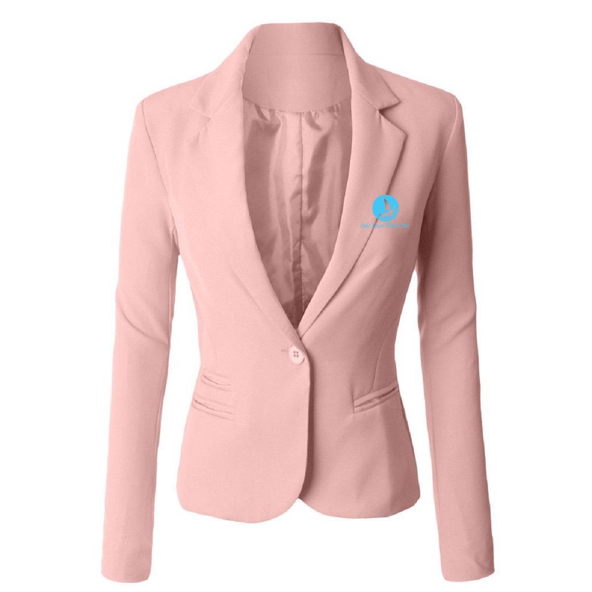 Màu hồng nhạt tôn thêm phần nữ tính cho nhân viên lễ tân