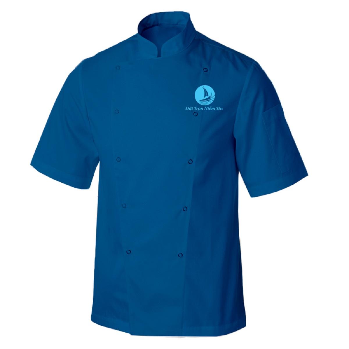 Mẫu áo đồng phục cổ tàu, 2 hàng khuy chéo cộc tay và điểm nhẫn là túi áo nằm ở vị trí bắp tay