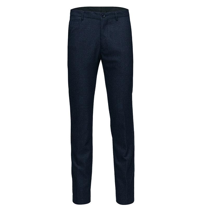 Thiết kế quần có ống rộng đơn giản, giúp bạn che đi nhiều khuyết điểm.